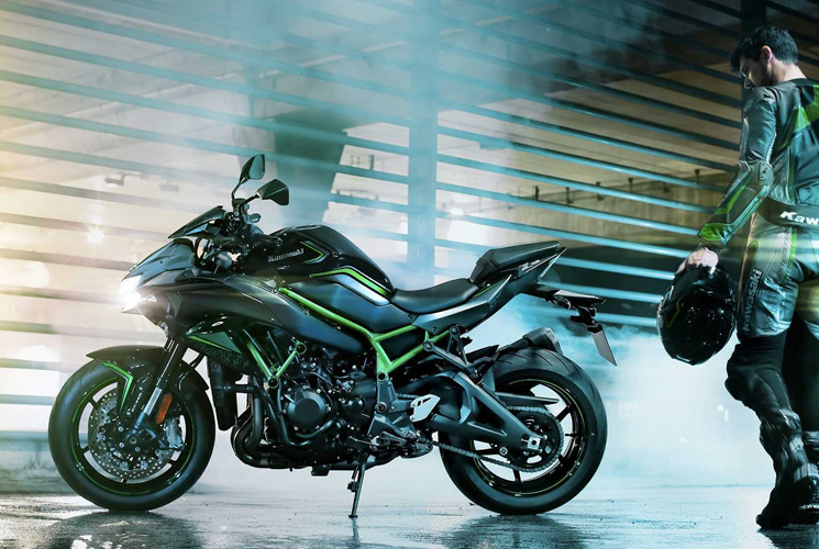 Hit the pavement riding the all-new supercharged naked 2020 Kawasaki Z H2